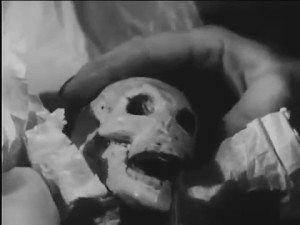 Fog Island (1945) -- the screaming skull given to Sylvia as her clue